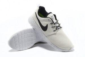 Nike Roshe Run белые с черным (35-40)