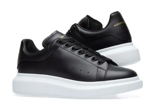 Черные кроссовки Alexander McQueen